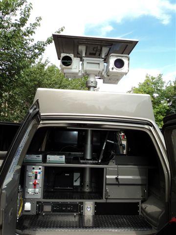 Mât intégré à un véhicule pour la Surveillance et la Securité