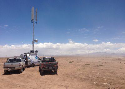 Mât télescopique avec antenne pour la communication