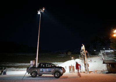 Mât télescopique pour éclairage station ski
