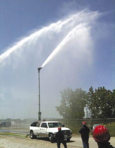 Mât anti-incendie Aquamast installé sur pick-up