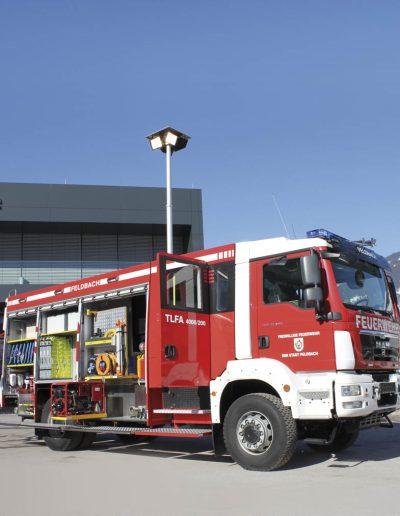 Mât sur véhicule incendie avec rampe quadruple projecteurs
