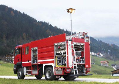 Camion d'intervention pompier avec rampe d'éclairage Led sur mât