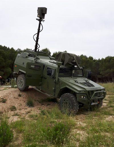 Mât militaire sur véhicule