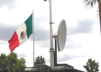 Mât télescopique de sécurité et surveillance avec antene satellite