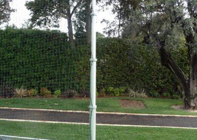 Mât pour tennis retenant les balles