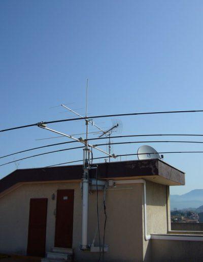 Antenne pour radiocommunication avec mât télescopique