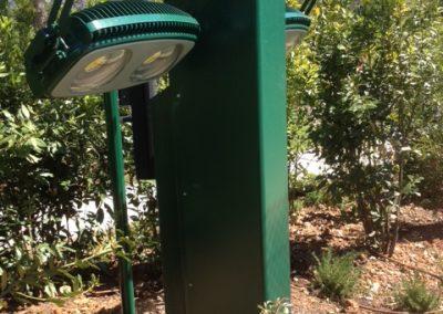 Eclairage LED 2x1000W sur mât pour terrain de tennis