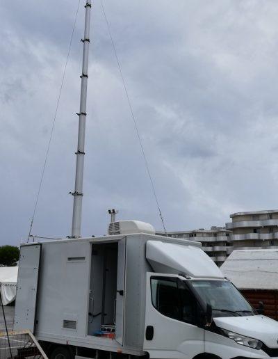 Mats télescopique avec antenne télécommunication mobile