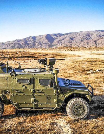 URO VAMTAC - véhicule militaire tactique avec mâts télécopiques antennes radar, brouilleurs pointeurs caméras positionneurs